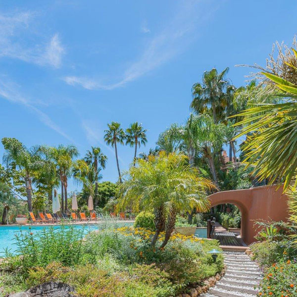 04 Mansion Club – a luxury complex located in the area of Sierra Blanca, Marbella